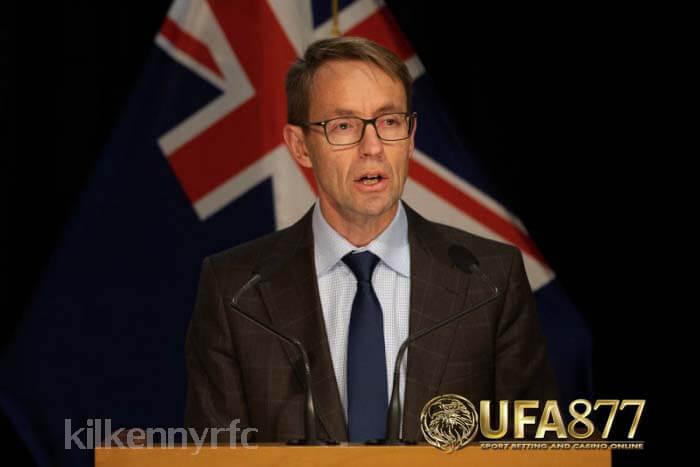 นิวซีแลนด์ มีผู้ป่วยเพิ่มขึ้นสี่คนทดสอบในเชิงบวกเมื่อวันอังคารที่โอ๊คแลนด์ มีการออกโรงสามวันในวันถัดไปตอนนี้ขยายเป็น 12 วัน